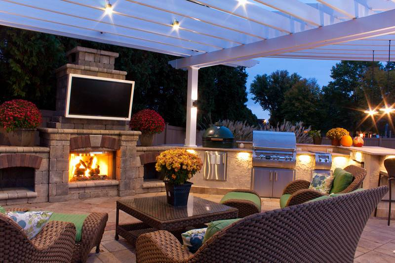 lighting-patio-with-fireplace