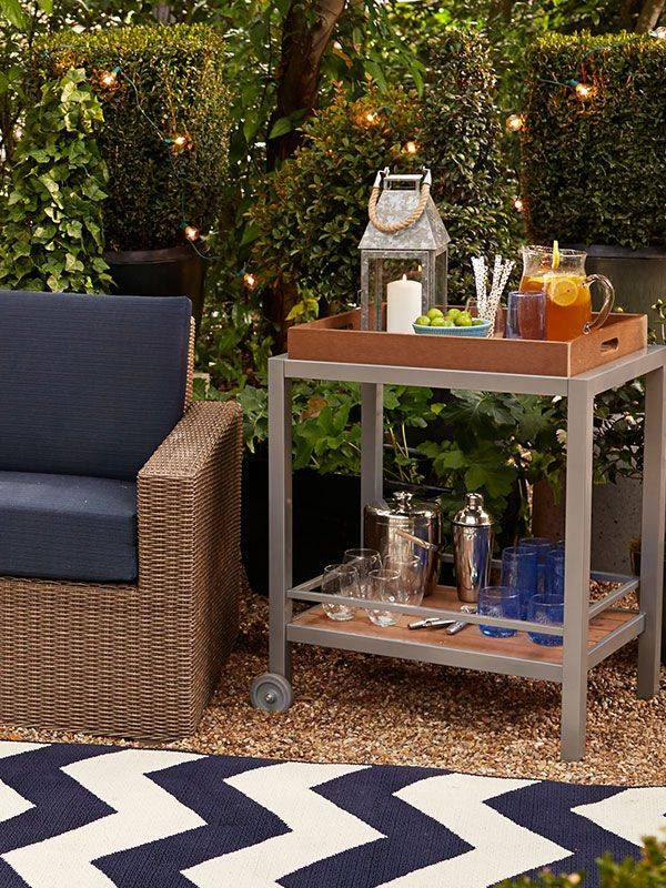 luxurious-outdoor-bar-furniture-idea-with-simple-table-with-chevron-rug-and-navy-blue-rattan-sofa
