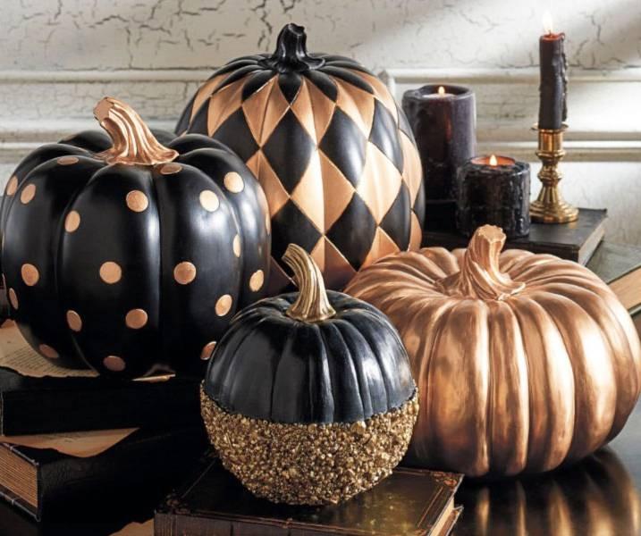 fascinating-interior-room-with-creepy-halloween-decorations-using-big-and-small-fake-pumkin